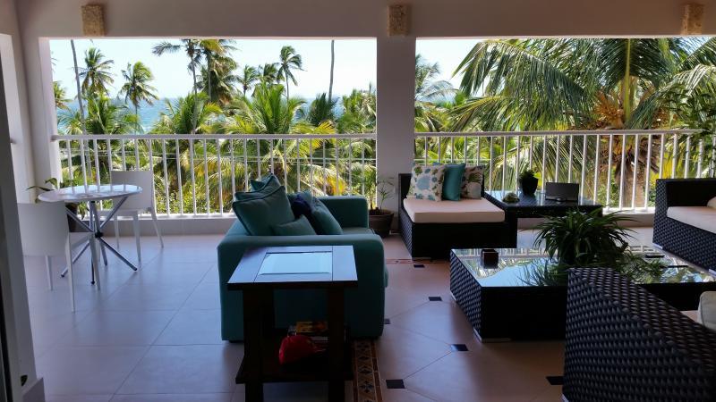 Beachfront Penthouse Condo, alquiler de vacaciones en Juan Dolio