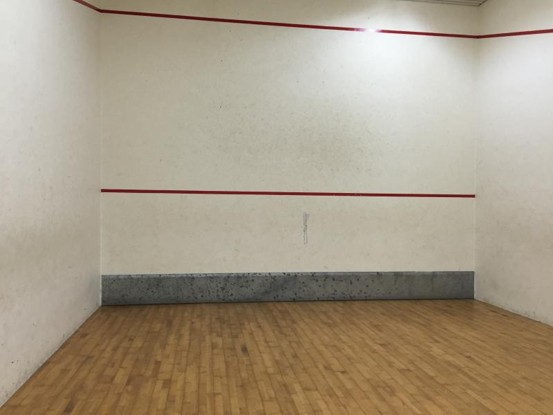 Squash court (There are two available)