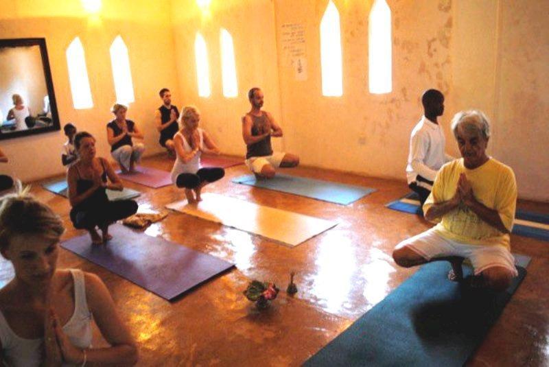 Lezione di yoga con Gillies.