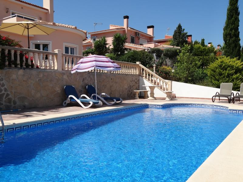 Private pool with al fresco dining and 6 sun loungers