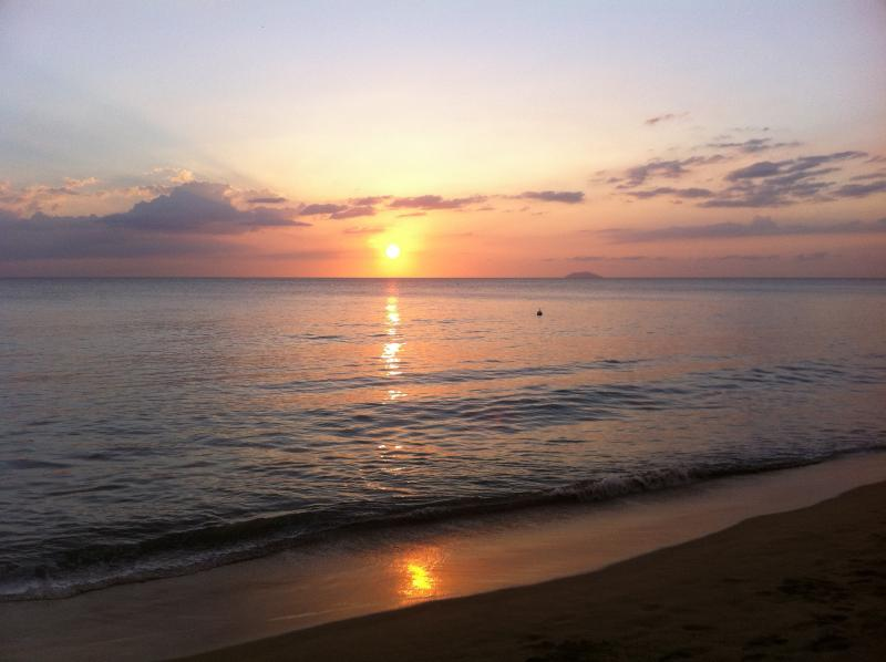 A cozy studio for two, beach front condo, holiday rental in Anasco