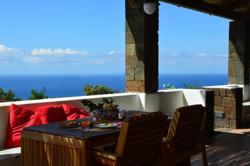 I DAMMUSI DEL CARRUBO 'LIBECCIO ', casa vacanza a Pantelleria