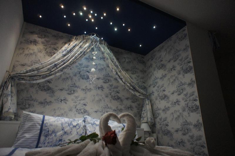 con techo de noche estrellada