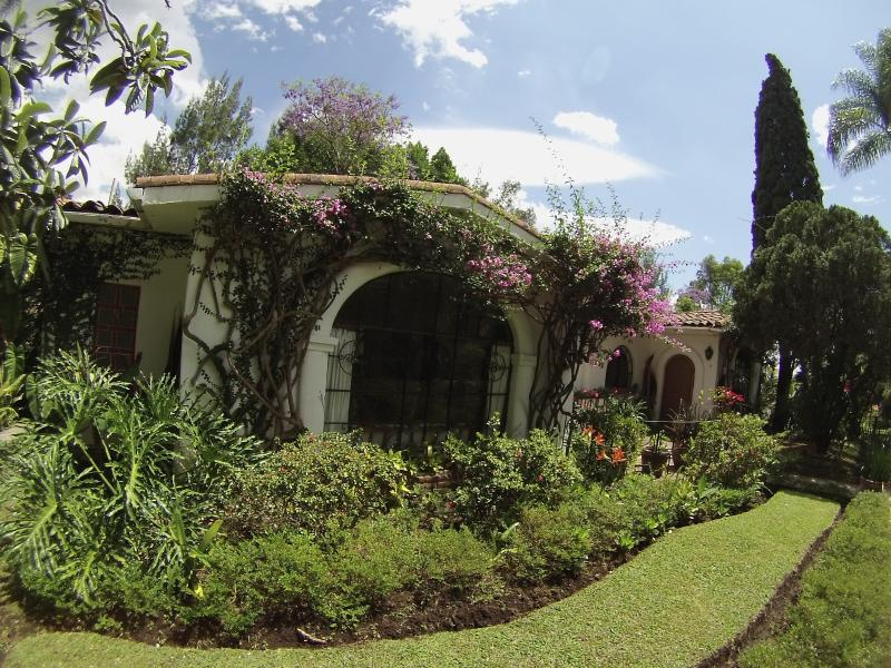 Jardines estilizados en Villas Bellavista / jardines bien cuidados en el Villas Bellavista