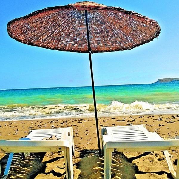 Amazing Beach Front Villa near the  Aegean  Sea – semesterbostad i Urkmez