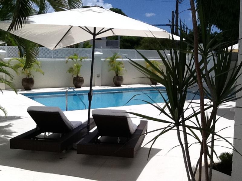 Rilassarsi a bordo piscina