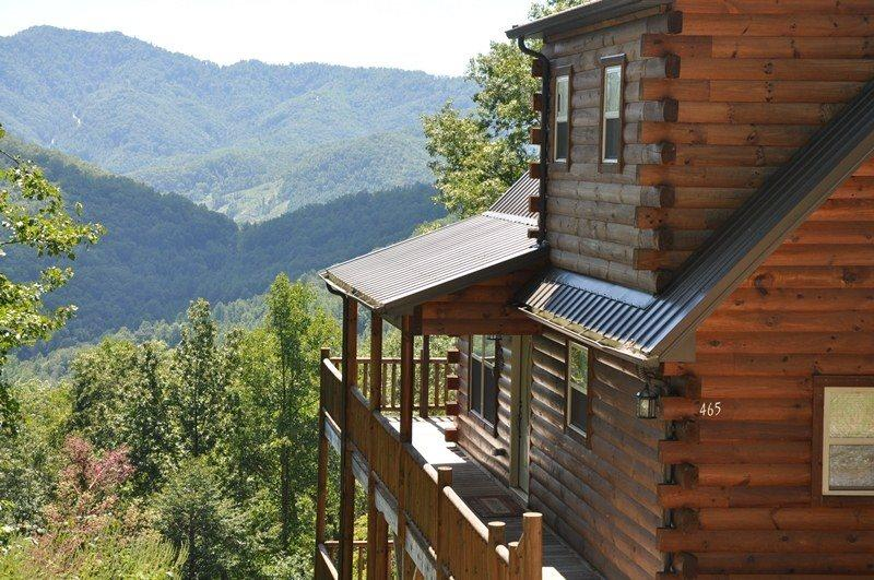 Sun Eagle Lodge - Spectacular View - Loaded with Stylish Amenities and Relaxatio, vacation rental in Bryson City