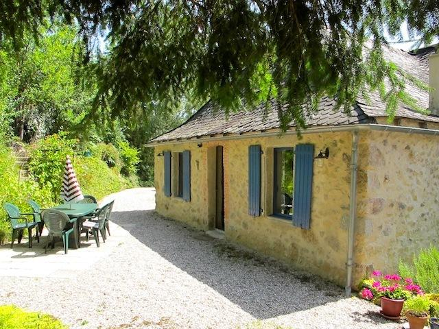 Beautiful stone-built house in large garden 5 minutes from Najac, vacation rental in La Fouillade