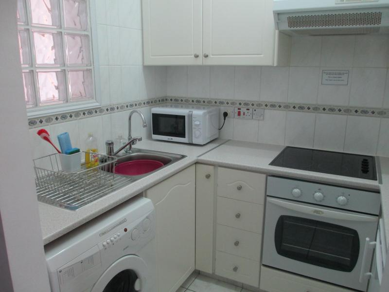 Fully Equipped Kitchen (with Washing Machine)