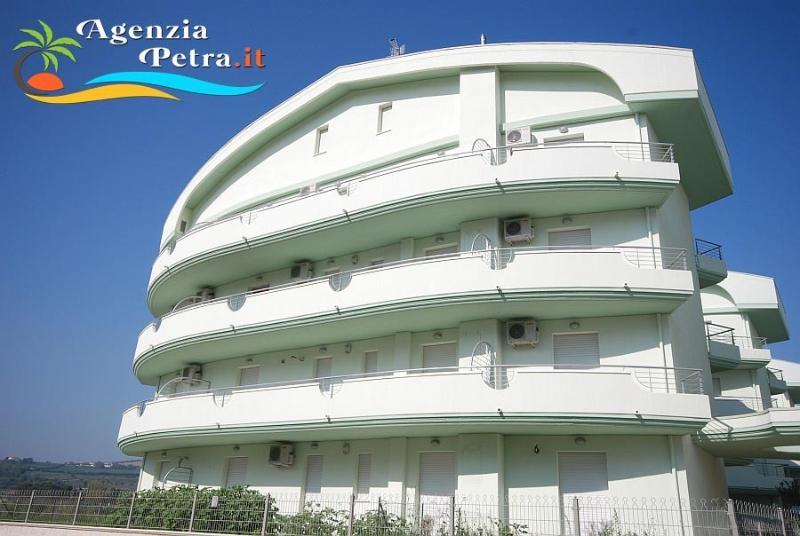 APPARTAMENTI SIRENA SEA SIDE, vacation rental in Tortoreto