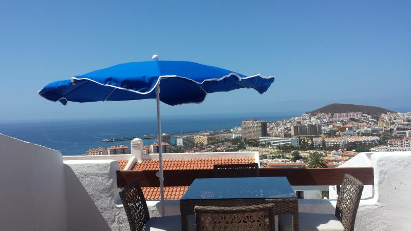Studio Apt  With Panoramic Ocean & Mountains Views, holiday rental in Los Cristianos