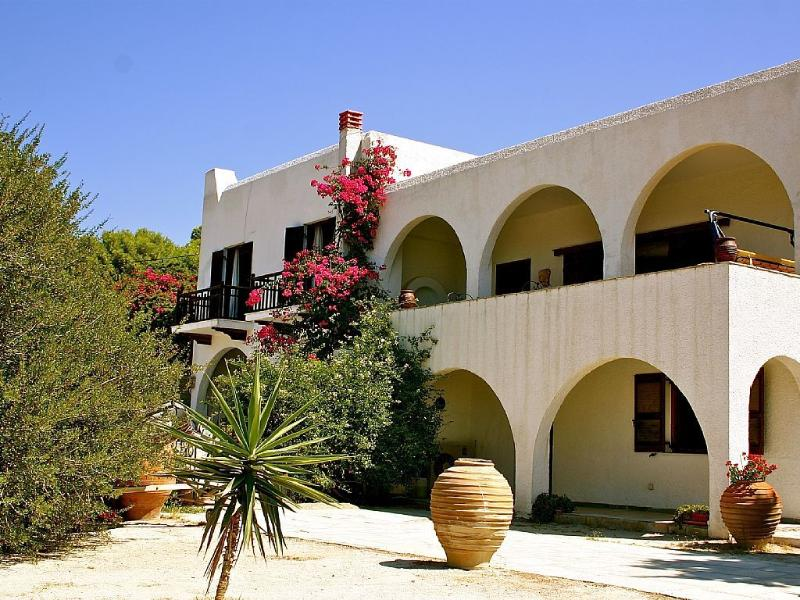 Elena's Villa, Panoramic view at sea and mountain, vacation rental in Saronic Gulf Islands
