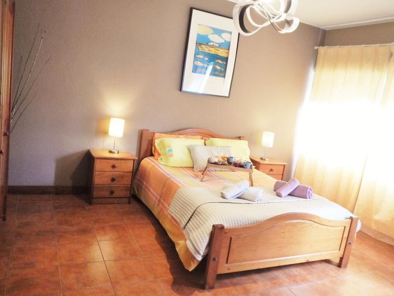 CENTRAL APT 1 MIN TO BEACH, holiday rental in Setubal District