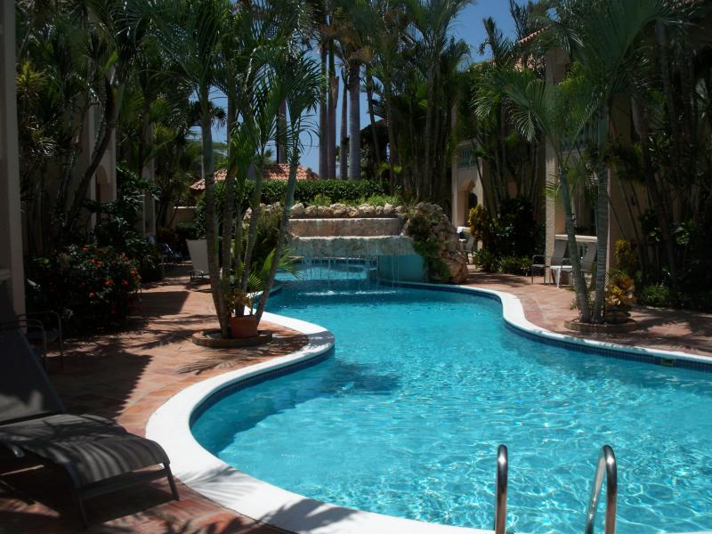 5-Star private, luxury 26 unit complex with large pool & coral waterfall, privacy and tranquility