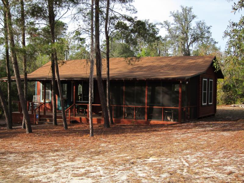 Secluded, cozy, and romantic hand-crafted rustic cabin in the Ocala National Forest near Orlando