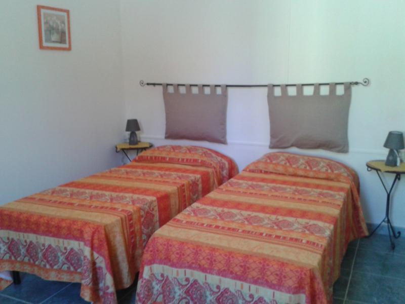 La casa di nonna : 1 camera da letto, cucina e bagno., casa vacanza a Loceri