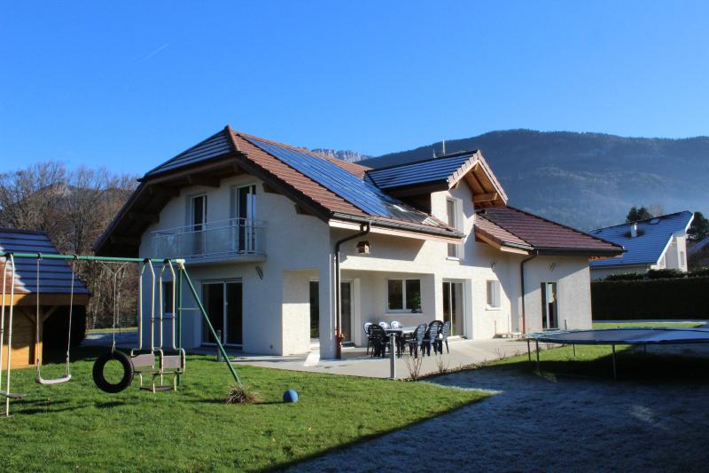 Country House by side ANNECY  French Alps, holiday rental in Alex