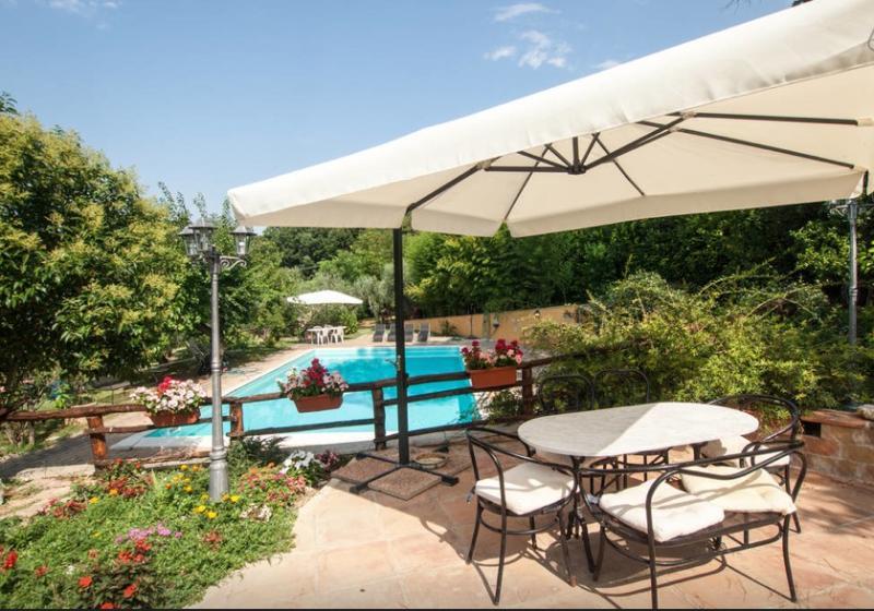 Gorgeous depandance with swimming pool, holiday rental in Gavignano Sabino