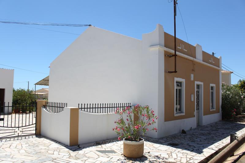 Traditional rural / beach house in Algarve, Ferienwohnung in Silves