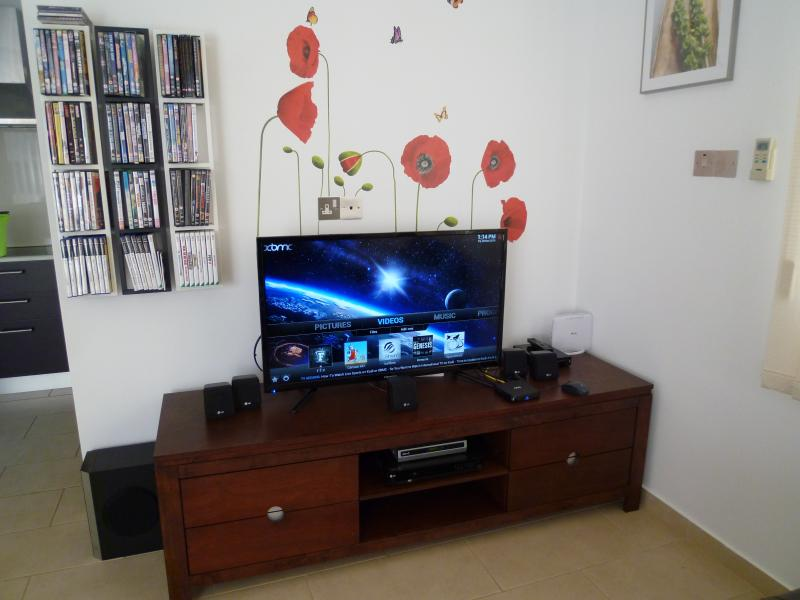 40' LED TV, Full Internet, UK TV and Radio Channels, Films DVD and Streaming.