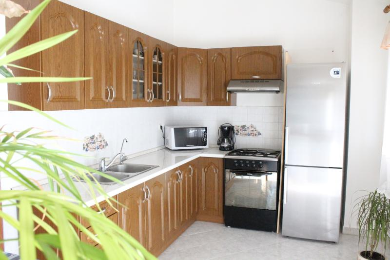 AFFORDABLE APARTMENT FOR 5+1 PERSONS, casa vacanza a Marcana