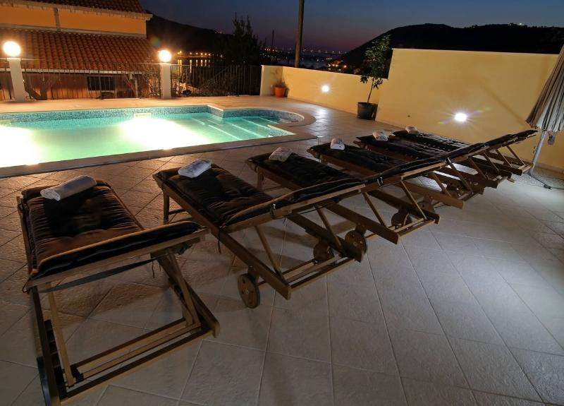 Swimming pool house 39 dubrovnik 39 has air conditioning and - Summer house with swimming pool review ...