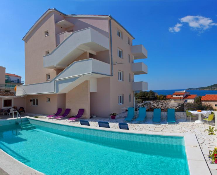 Villa with pool has 4 apartments in total