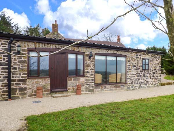 GREENHILLS FARM, barn conversion, ground floor, parking, patio, in Ipstones, casa vacanza a Kingsley Holt