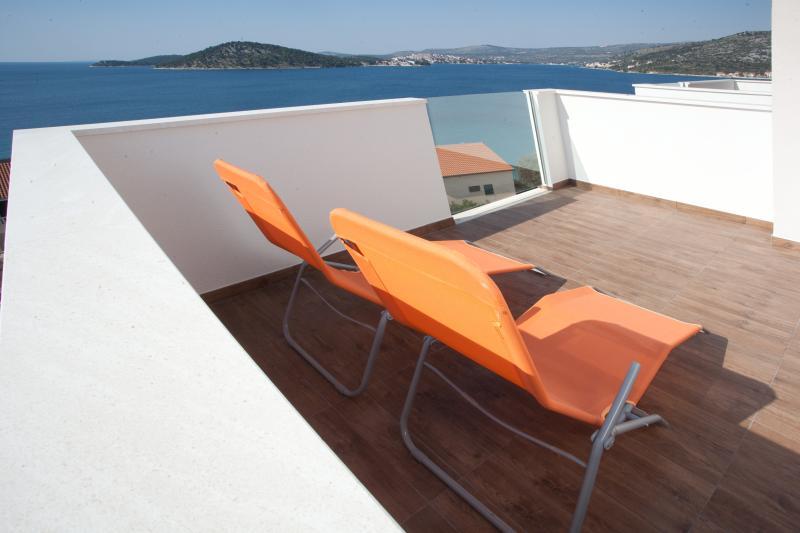 Left terrace