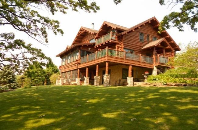 Beautiful Full Log Lodge on 44 Acres, location de vacances à Mineral Point