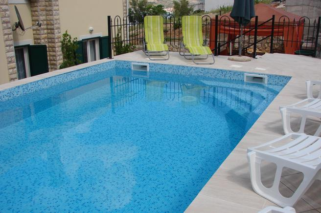 Apartments Grguric - apt. B, holiday rental in Pag