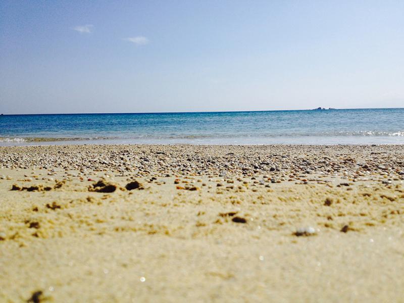 Ongerepte strand en turquoise wateren.