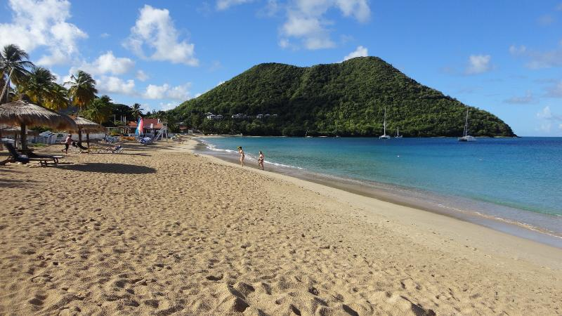 Beach. Beach. A stone's throw from Reduit - our best!, location de vacances à Gros Islet