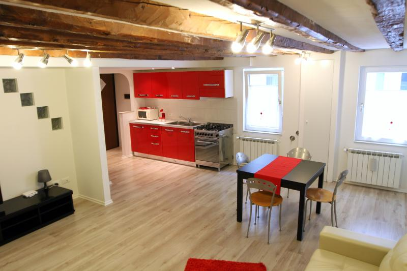 Casa Rubino Trieste Centro, vacation rental in San Giuseppe della Chiusa
