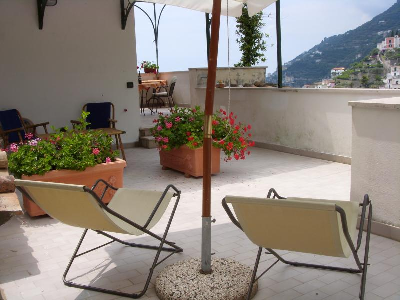 Gelsomino for 2 overlooking spectacular sea view, aluguéis de temporada em Minori