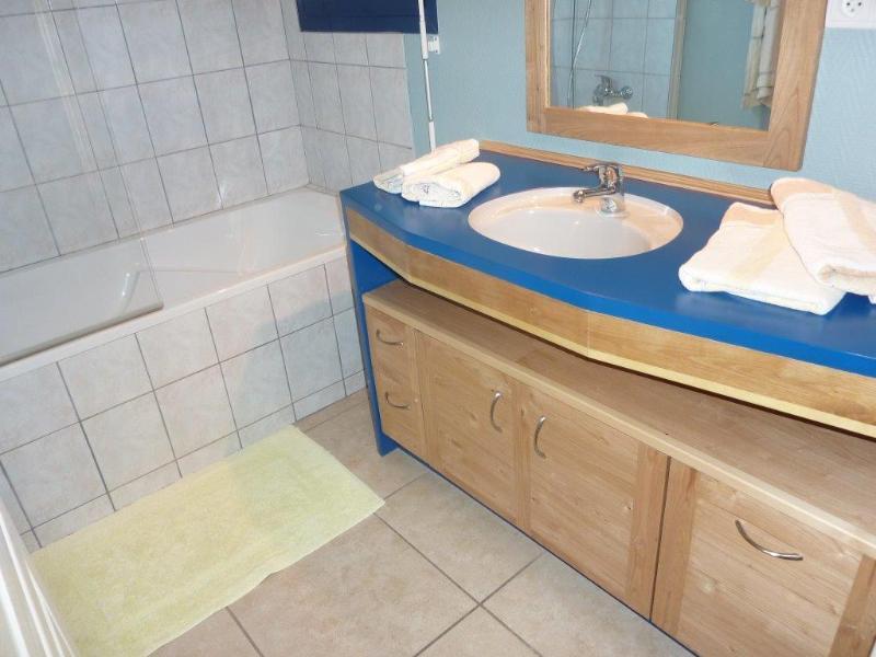 Planta baja: Cuarto de baño con bañera / ducha.