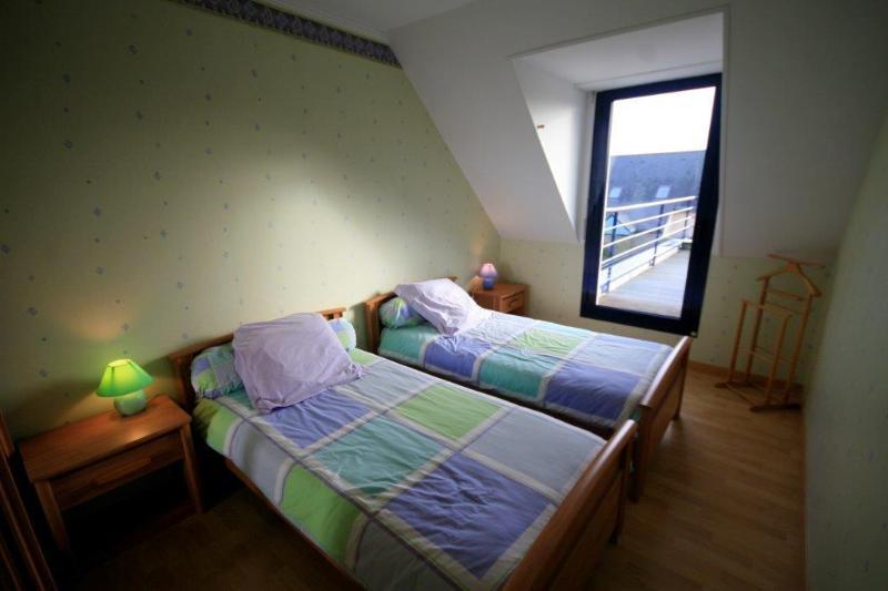 Habitación 3: Habitación doble con acceso a la primera planta terraza amueblada.