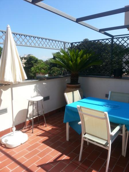 deliziosa stanza con cucina e terrazza, holiday rental in Prizzi