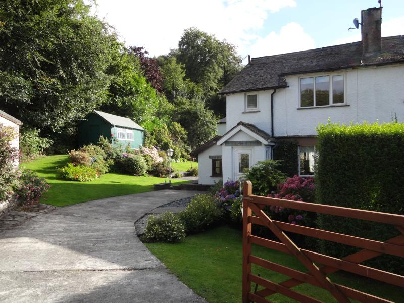 Winterfell Cottage Bowness Beautiful Garden/Prking – semesterbostad i Bowness-on-Windermere