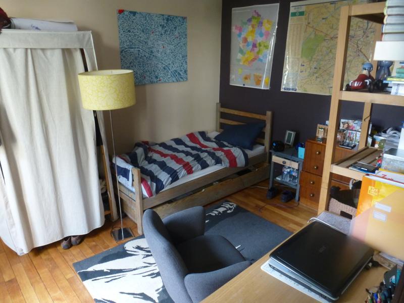 One the 1st floor bedroom. Single bed.