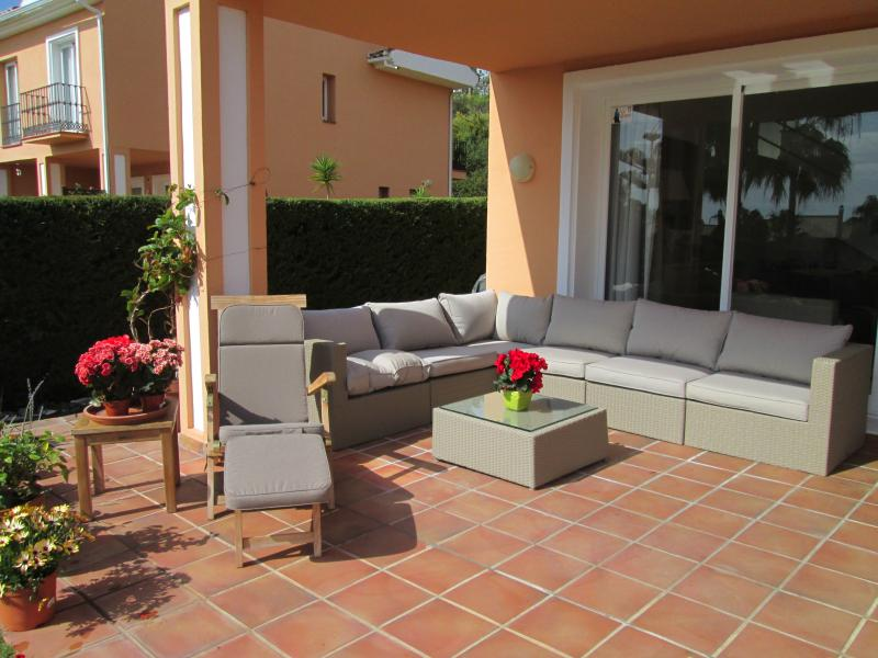 lounge on the terrace garden side