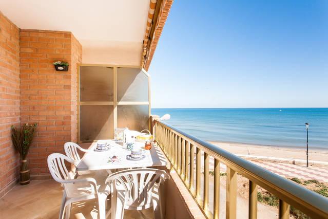 RELAJACIÓN EN PRIMERA LINEA DE MAR Y PLAYA &WIFI, holiday rental in Alginet
