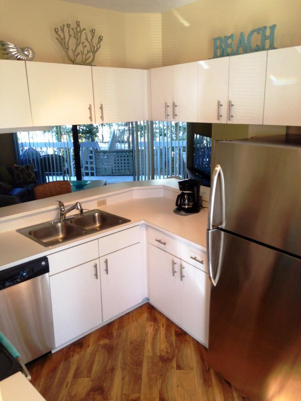 Bright & clean kitchen with new appliances comes fully equipped