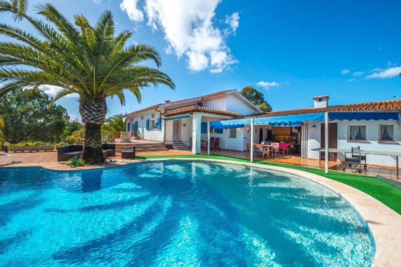 ALTO - Villa for 9 people in Manacor, location de vacances à Calas de Majorca