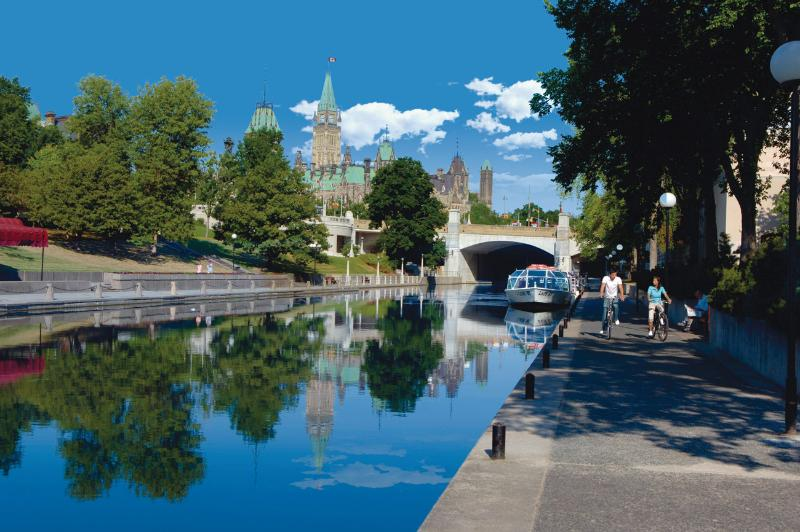 Rideau Canal (Summer) - 10 Minute Walk