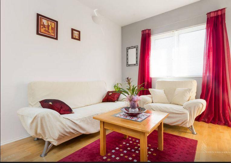 Apartman Jelica   - S P E C I A L --  O F F E R -, vacation rental in Kastel Stafilic