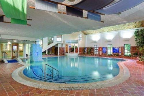 Indoor pool, jacuzzi