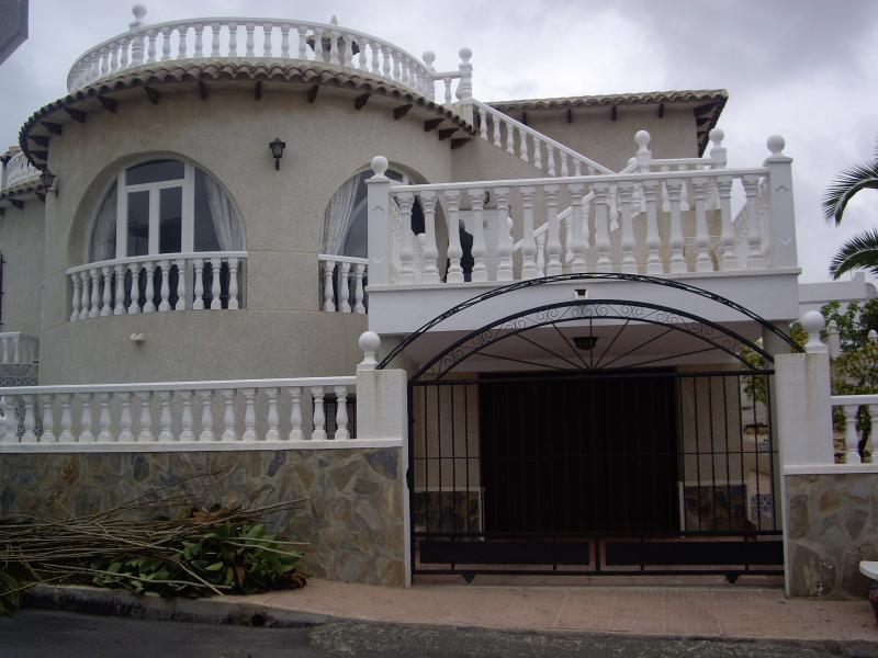 CHALET URBANIZACION BLUE HILL SAN MIGUEL DE SALINA, holiday rental in Lo Rufete