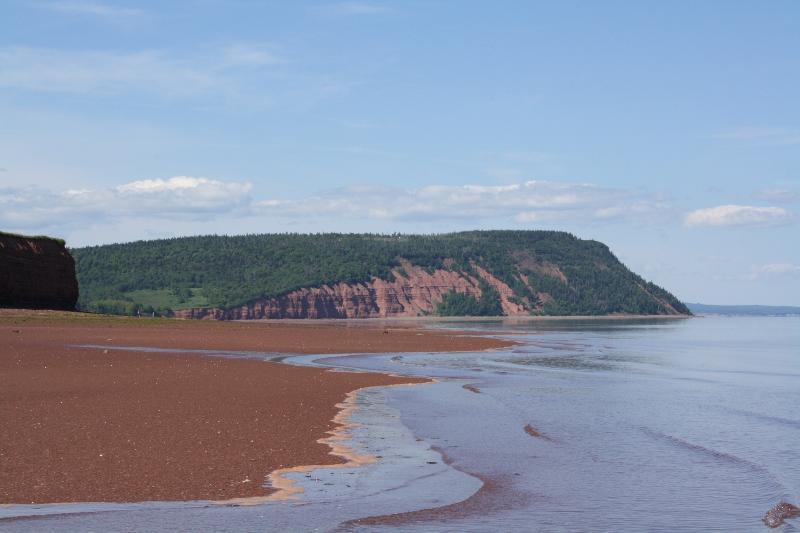 Vista de cabo Blomidon de la playa. Además, las mareas más altas del mundo.