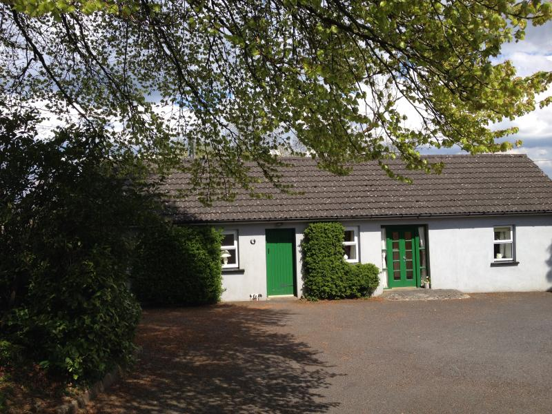 Scregg Cottage - Family owned traditional cosy Irish Cottage